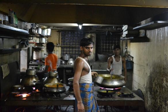 Cuisiniers à Khor Bazar (Bombay, Inde)